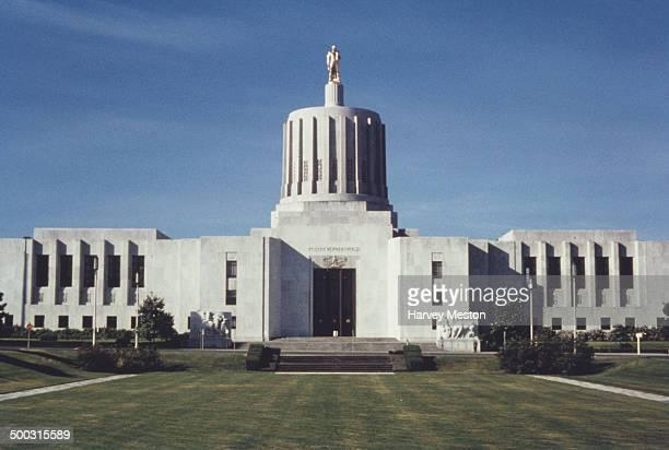 The Oregon State Capitol building, Salem, Oregon, USA, circa 1960.