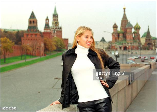 The original Anna Kournikova on the Kremlin bridge in October 1999