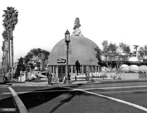 The original Brown Derby restaurant Hollywood California late 1920s or early 1930s It was at 9537 Wilshire Blvd and was also known as the Little Hat