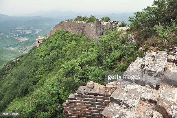 the original part of great wall of china. - leren stock pictures, royalty-free photos & images