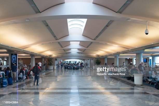 the orlando international airport, florida, usa - 空港ターミナル ストックフォトと画像