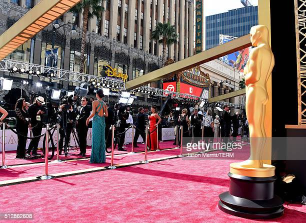 The Oscar Statuette is seen on the red carpet before the 88th Annual Academy Awards at Hollywood Highland Center on February 28 2016 in Hollywood...