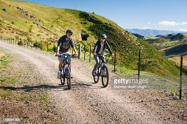 the otago central rail trail (or otago rail trail as it's sometimes referred to) is a region famous for its gold mining history. often travelers rent bicycles and enjoy the easy yet scenic ride - otago region stock pictures, royalty-free photos & images