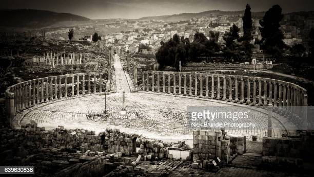 the oval forum in jerash, jordan - roman decapolis city stock pictures, royalty-free photos & images