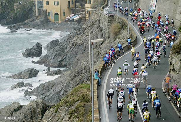 The pack of riders compete at the 95th edition of MilanSan Remo cycling race ride next to the sea in Varazze 20 March 2004 Spain's Oscar Gomez Freire...
