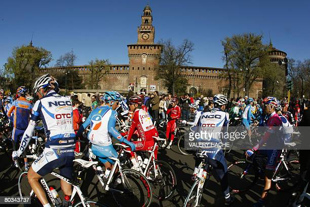 The pack prepares before the start of the 99th Milano SanRemo classic cycling race on March 22 2008 AFP PHOTO VALERY HACHE