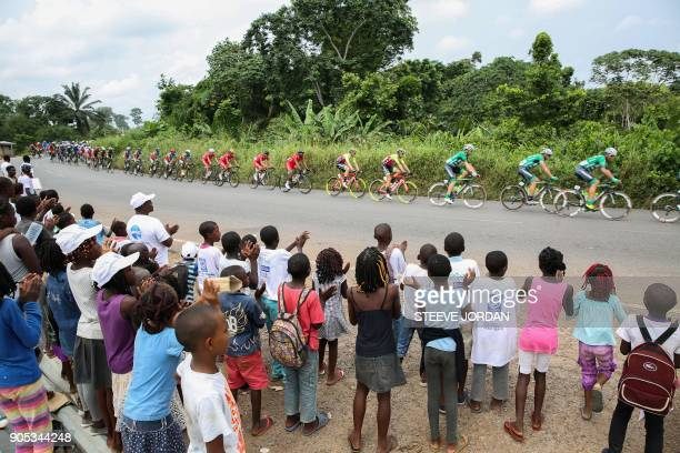 TOPSHOT The pack ride during the first stage of the 2018 edition of 'La Tropicale' cycling race in Lambarene on January 15 2018 / AFP PHOTO / STEVE...