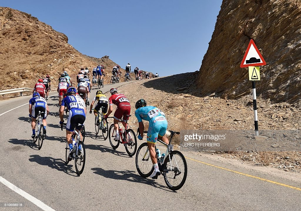 The pack rides during the first stage of the 7th cycling Tour of Oman between Oman Exhibition Center and al-Bustan on February 16, 2016. / AFP / Eric Feferberg
