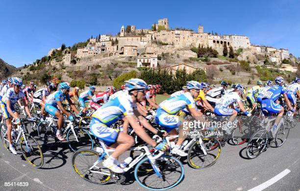 The pack rides on March 13, 2009 during the 182,5 km sixth stage of the 2009 Paris-Nice cycling race run between Saint-Paul-Trois-Chateaux and La...