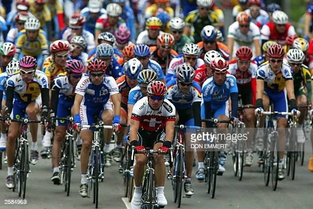 The pack takes a circuit on the course during the men''s individual road race on 12 October 2003 during the World Cycling Championships in Hamilton...