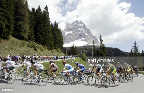 The packs rides during the 16th stage of the 87th Giro between San Vendemiano and Falzes 25 May 2004 Italian Damiano Cunego won the stage and became...