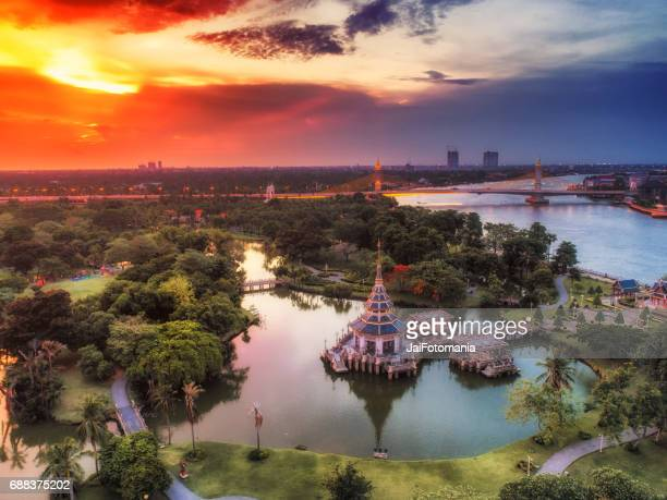 the pagoda in the mirror lake at the park with sunrise sunset - sukhothai stockfoto's en -beelden
