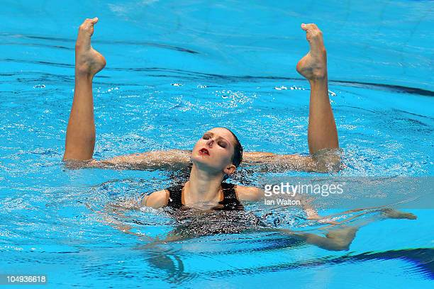 The pairing of Olivia Allison and Jenna Randall of England compete in the Duet Free Routine at the DrSP Mukherjee Aquatics Complex during day four of...