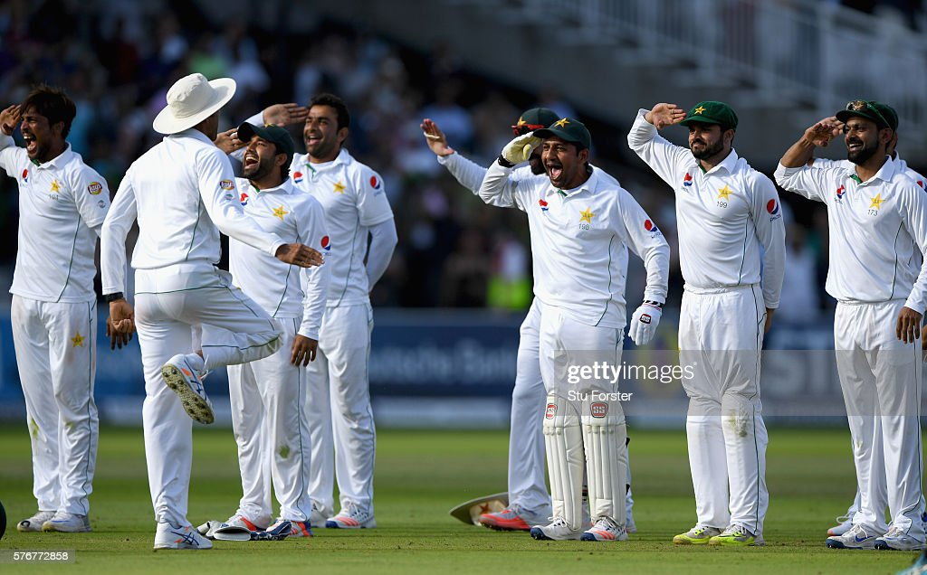 England v Pakistan: 1st Investec Test - Day Four : Fotografía de noticias