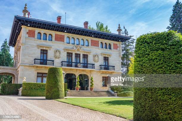 バスク国大統領官邸 アジュリア・エネア宮殿 - アラバ県 ストックフォトと画像