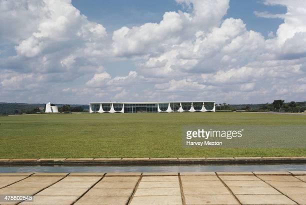 The Palacio do Planalto or presidential palace in Brasilia, Brazil, circa 1970. It was designed by Brazilian architect Oscar Niemeyer and inaugurated...