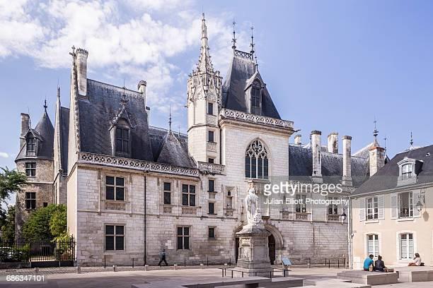 the palais jacques coeur in bourges. - bourges imagens e fotografias de stock