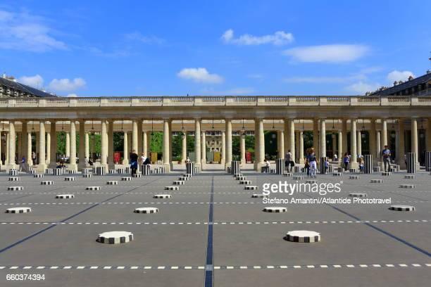 the palais royal, cour (courtyard) d'honneur - palais royal stock photos and pictures