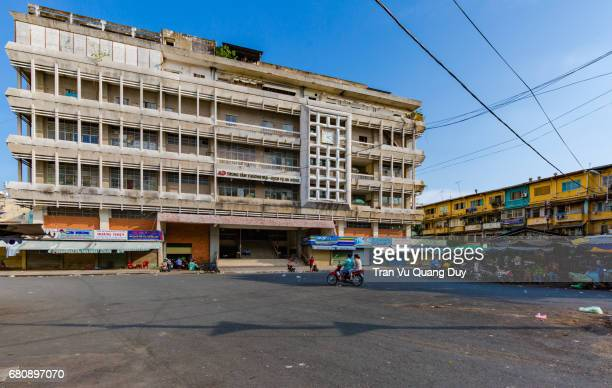 the panoramic view of an dong market was built in 1951 and was firmly established in 2004. located in the an dong commercial center, it covers an area of 25,000 square meters. - dong tribe stock pictures, royalty-free photos & images