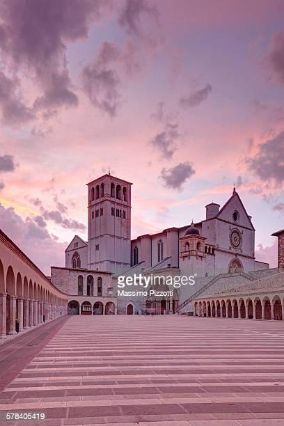 the papal basilica of saint francis of assisi - massimo pizzotti foto e immagini stock