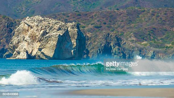 the paradise surf beach of playa naranjo and witch's rock in the santa rosa national park in guanacaste, costa rica - parque nacional de santa rosa fotografías e imágenes de stock