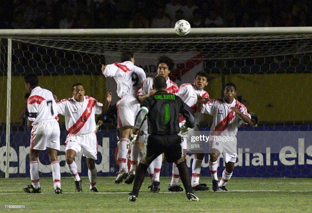 SOC-PERU-ELIMINATIONS-PARAGUAY : News Photo