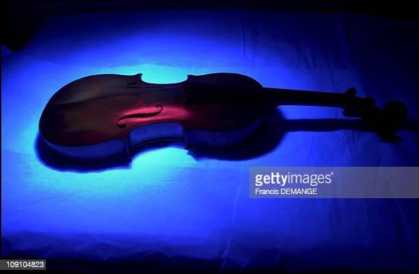 The Paris Music Museum'S Research And Restoration Laboratory On January 4Th 2002 In Paris France Under The Uv Lamp The Antonio Stradivarius Violin...