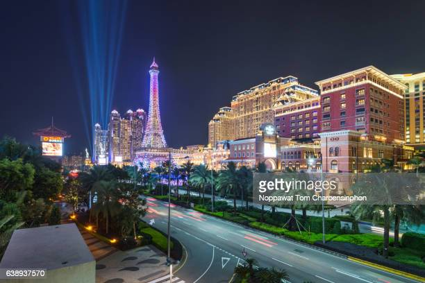 the parisian and macao cotai strip at night - the venetian macao stock photos and pictures