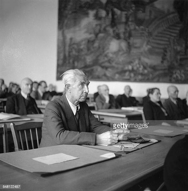 The Parliamentary Council of the Federal Republic of Germany, 1948/49 6th session of the plenum of the Parliamentary Council in Bonn  front: Hermann...