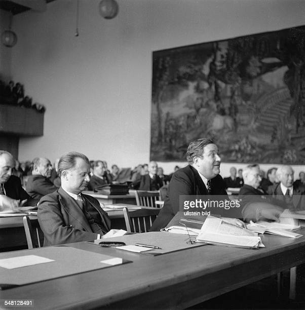 The Parliamentary Council of the Federal Republic of Germany 1948/49 6th session of the plenum of the Parliamentary Council in Bonn| from left to...