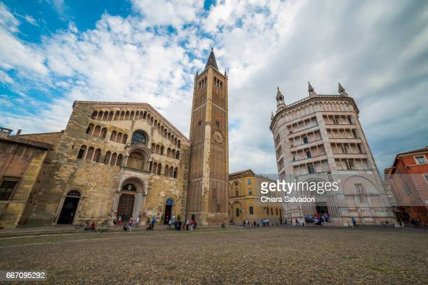 the parma cathedral and parma baptistery - parma foto e immagini stock