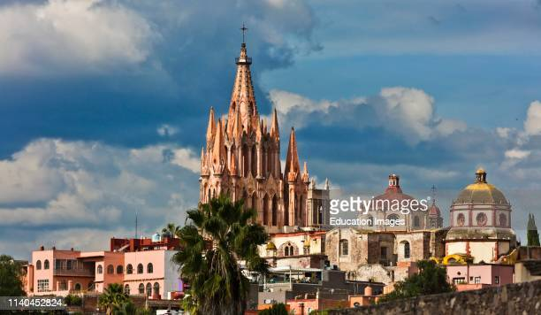 The PAROQUILLA DE SAN MIGUEL ARCANGEL is the main cathedral of the town San Miguel de Allende Mexico