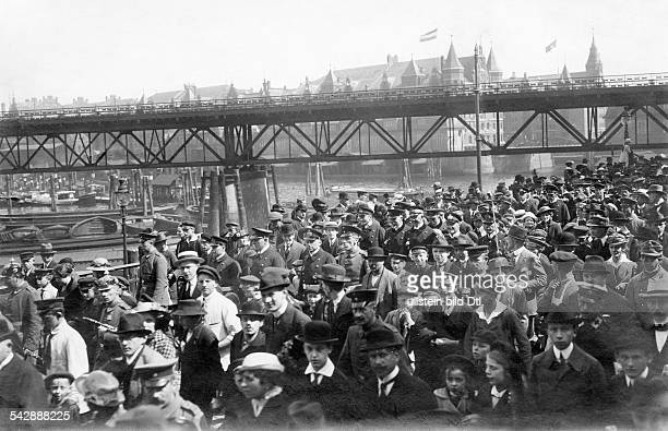 The participants of the Battle of Jutland on their way to a reception in the Hamburg Opera House accompanied by the crowd photo Otto Reich