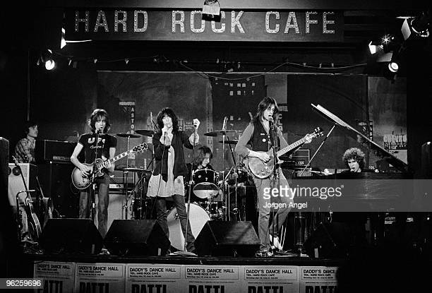 The Patti Smith Group Ivan Kral Patti Smith Jay Dee Daugherty Lenny Kaye and Richard Sohl perform on stage in May 1976 in Copenhagen Denmark