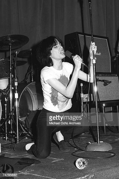 Patti Smith performs onstage in circa 1976 in Los Angeles California