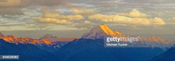 the peak of snowy mount cook, aoraki at sunrise, mount cook national park, new zealand alps, south island, new zealand - international landmark stock pictures, royalty-free photos & images