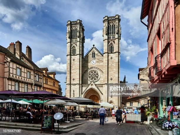 the pedestrian square of saint-vincent in chalon-sur-saône. - シャロンシュルソーヌ ストックフォトと画像