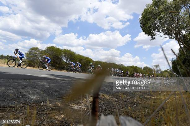TOPSHOT The peleton rides during the Cadel Evans Great Ocean Road cycling race in Geelong on January 28 2018 / AFP PHOTO / Mal Fairclough / IMAGE...