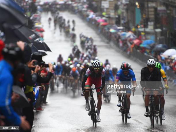 The peloton heads along St. Vincent Street during the Men's Road Race during day eleven of the Glasgow 2014 Commonwealth Games on August 3, 2014 in...
