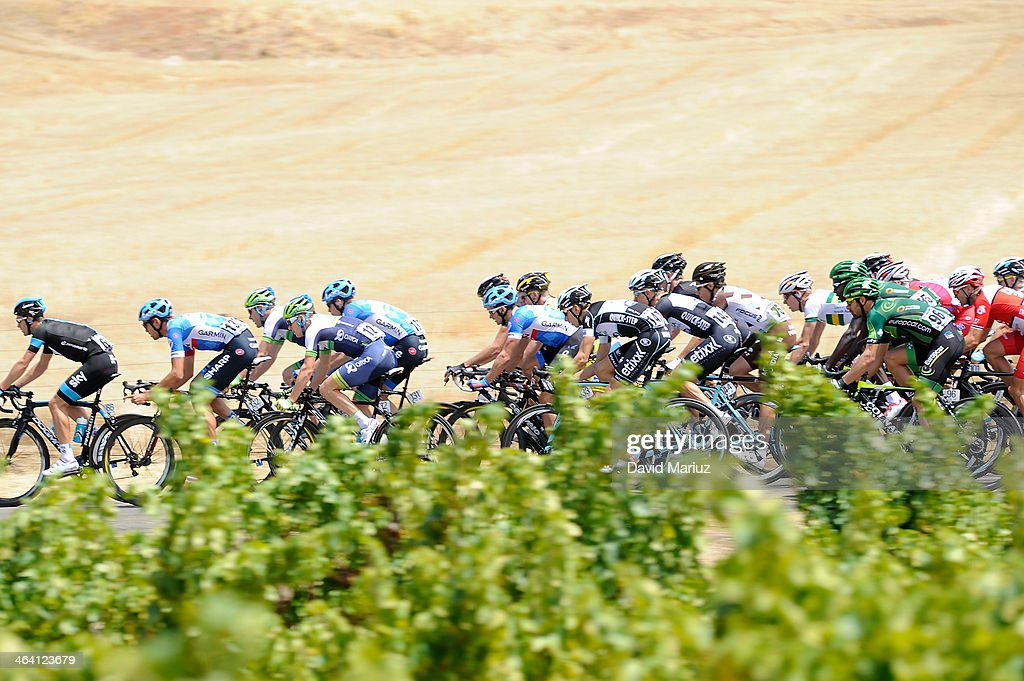 The Peloton in action during day two of the Tour Down Under on January 21, 2014 in Adelaide, Australia.