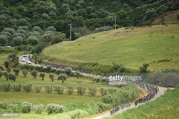 The peloton in action during the fifth stage of the 2014 Giro d'Italia, a 203km medium mountain stage between Taranto and Viggiano on May 14, 2014 in...
