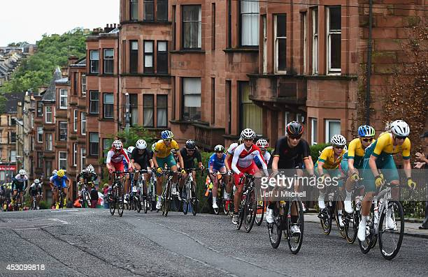 The peloton makes it way through the streets of Glasgow in the Women's Road Race during day eleven of the Glasgow 2014 Commonwealth Games on August 3...