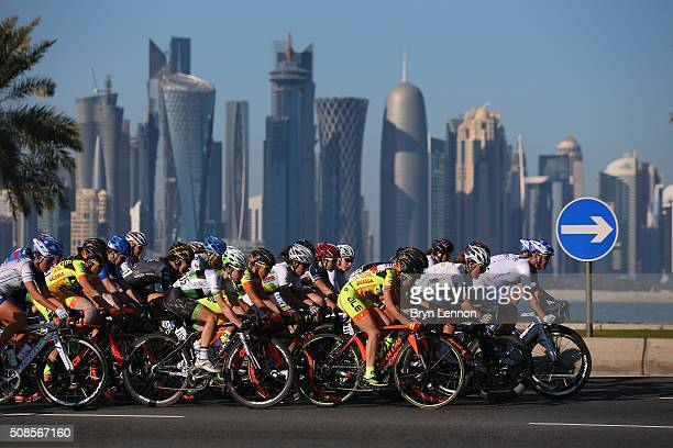The peloton rides around the Doha Corniche during stage 4 of the 2016 Ladies Tour of Qatar from the Aspire Zone to the Doha Corniche on February 5,...