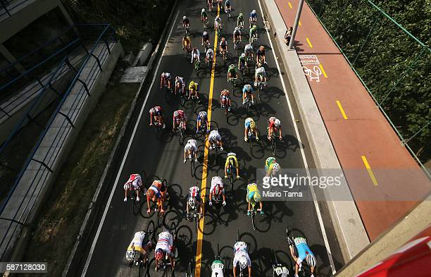 The peloton rides during the Women's Road Race on Day 2 of the Rio 2016 Olympic Games on August 7 2016 in Rio de Janeiro Brazil The Rio 2016 Olympic...