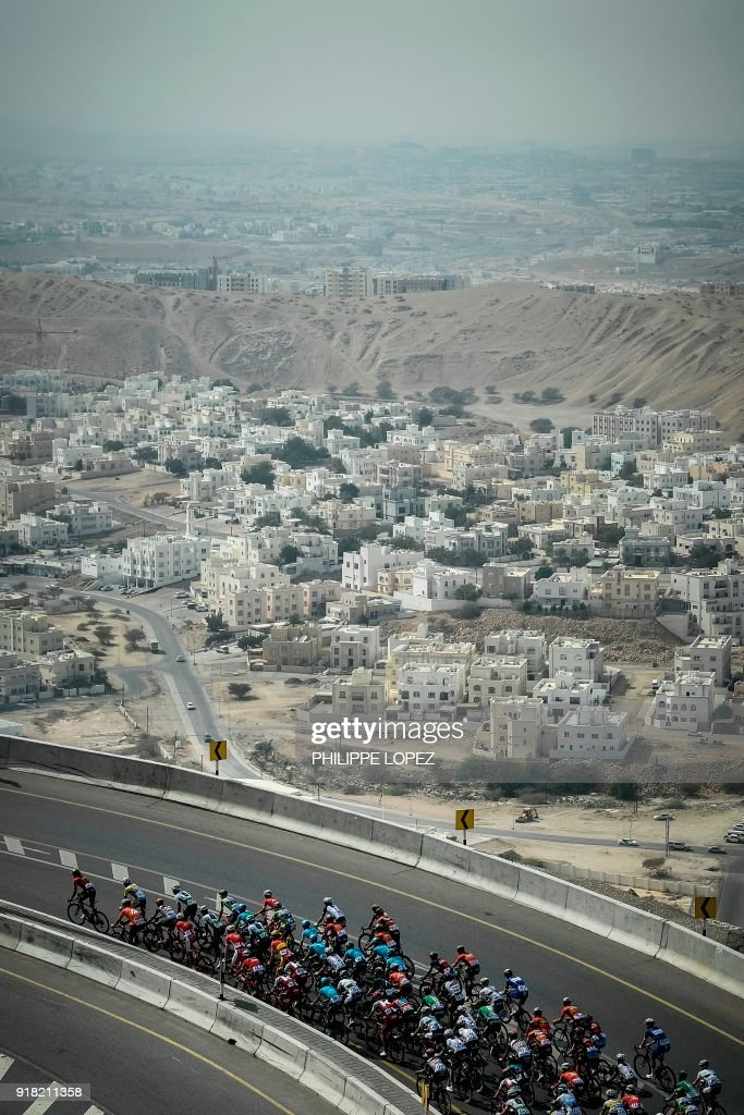 The peloton rides near the Omani capital Muscat during the second stage of the 2018 cycling Tour of Oman, from Sultan Qaboos University to Al-Bustan, west of the capital Muscat on February 14, 2018. / AFP PHOTO / Philippe LOPEZ