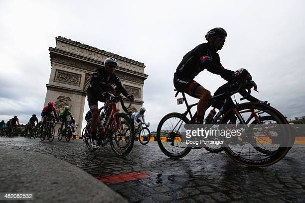 The peloton rides past the Arc de Triomphe during the twenty first stage of the 2015 Tour de France a 1095 km stage between Sevres and Paris...