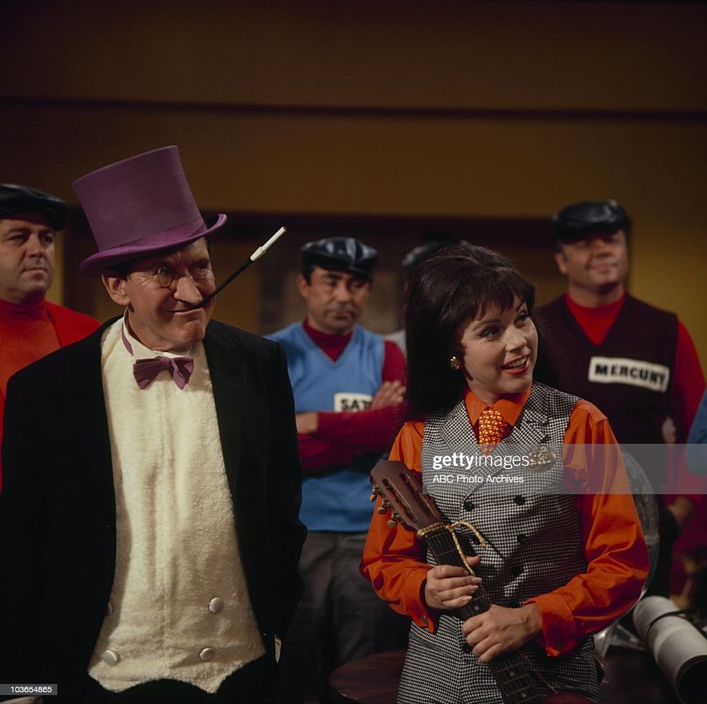 BURGESS MEREDITH;GRACE GAYNOR : News Photo