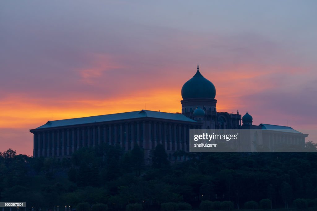The Perdana Putra is a building in Putrajaya, Malaysia which houses the office complex of the Prime Minister of Malaysia. : Stock Photo