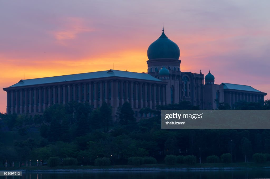 The Perdana Putra is a building in Putrajaya, Malaysia which houses the office complex of the Prime Minister of Malaysia. : Foto de stock