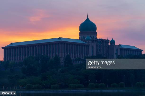 the perdana putra is a building in putrajaya, malaysia which houses the office complex of the prime minister of malaysia. - shaifulzamri 個照片及圖片檔